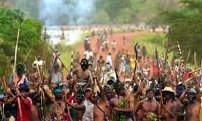 Questa immagine ha l'attributo alt vuoto; il nome del file è indigeni-brasiliani.jpg